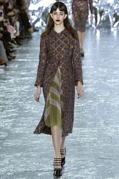 Mary Katrantzou Fall 2016 Ready-to-Wear Fashion Show  http://www.theclosetfeminist.ca/   http://www.vogue.com/fashion-shows/fall-2016-ready-to-wear/mary-katrantzou/slideshow/collection#12