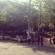 .@Sanghyun Shin   강아지한마리에 동네사람들 다모이네 #만덕 #강아지   부산 북 만덕 / 2013 10 25 /