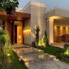 40 modelos de entradas de casas para uma fachada fabulosa - Tua Casa Modern Exterior House Designs, Modern House Plans, Modern House Design, Exterior Design, Entrance Design, House Entrance, Home Room Design, Small House Design, Future House