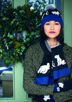 Waiting for the snow to arrive is unbearable! Be prepared with this cosy hat, gloves, and scarf set.