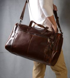 Are you interested in our leather weekend bag for business gifting? With our leather holdall for man you need look no further.