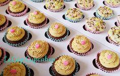 Nada melhor para começar a semana do que uma caixa recheada de cupcakes Le Cup!  #segundafeira #fornadadasemana #encomendas #lecup #cupcake #dulcedeleche  #docedeleite #chocolate #chocolatebranco #Calebaut #ganache #buttercream #sweetweek