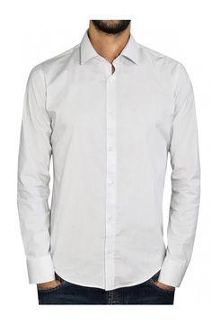 3b774185c45c 3GUYS Ανδρικό πουκάμισο σε slim γραμμή.Το μοντέλο της φωτογραφίας έχει ύψος  1