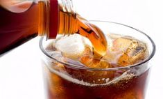 The myth that diet sodas cause weight gain doesn't make much sense at all. Something that does not have calories cannot contribute to weight gain. Coca Cola, Pepsi, Weight Loss Blogs, Best Weight Loss, Weight Gain, Toxic Foods, Bad Food, Foods To Avoid, Health Problems