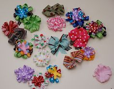 Little Birdie Secrets: how to make a hair bow - reader submission Kids Crafts, Cute Crafts, Crafts To Make, Ribbon Hair Bows, Diy Hair Bows, Ribbon Flower, Diy Bow, Hair Bow Tutorial, Flower Tutorial
