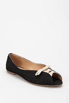 Urban Outfitters - Flats