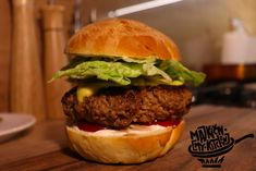Videorecept: Domáci Hamburger Homemade Hamburgers, Tiramisu, Cooking, Health, Ethnic Recipes, Food, Kitchen, Youtube, Homemade Burgers