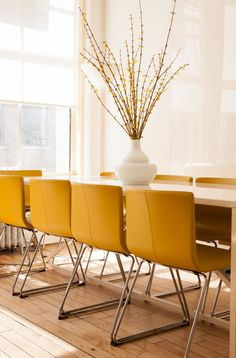 In the Viyet headquarters, a conference table by Blu Dot is outfitted with mustard yellow chairs, which channel the gold tones found throughout other areas of the office.