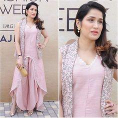 @sagarikaghatge Outfit - @svacouture Clutch - @bottegaveneta #bollywood #style #fashion #beauty #bollywoodstyle #bollywoodfashion #indianfashion #celebstyle #sagarikaghatge #svacouture #lakmefashionweek