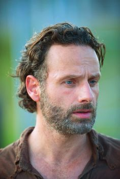 Counting down my Top 20 Favorite TV Dads all the way up to Father's Day! Rick Grimes (Andrew Lincoln, The Walking Dead) In. Walking Dead Season, Walking Dead Premiere, The Walking Dead 2, Walking Dead Tv Series, Andrew Lincoln, Abraham Lincoln, Rick Grimes, Norman Reedus, Mejores Series Tv