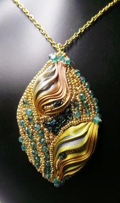 Pendentif Mon Précieux Coffret, ruban shibori et cristal