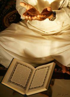 O die ihr glaubt, seid Wahrer der Gerechtigkeit, Zeugen für Allah, auch wenn es gegen euch selbst oder die Eltern und nächsten Verwandten sein sollte! Ob er (der Betreffende) reich oder arm ist, so steht Allah beiden näher. Darum folgt nicht der Neigung, daß ihr nicht gerecht handelt! Wenn ihr (die Wahrheit) verdreht oder euch (davon) abwendet, gewiß, so ist Allah dessen, was ihr tut, Kundig. (4:135