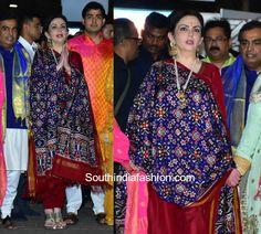 Nita Ambani salwar suit with ikat patola dupatta Lehenga Designs, Saree Blouse Designs, Salwar Designs, Indian Wedding Outfits, Indian Outfits, Indian Dresses, Wedding Dress, Ikkat Dupatta, Lengha Choli