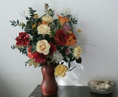 "#aranjament #flori #artificiale ""Impresii clasice"" pe o masuta - un decor elegant ptr.camera de zi - ""Classical Impressions"" on a coffee table - an elegant decor for the living room"