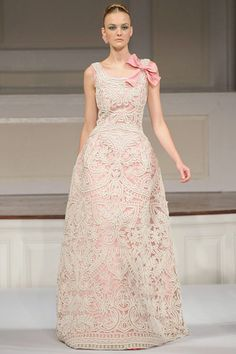 Oscar de la Renta formal gown with lace overlay ... beautiful and ultra feminine ...