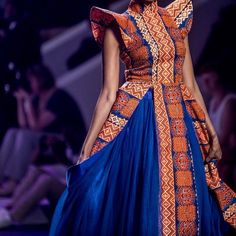 You know we take #MondayBlues literally over here.This piece was part of Mafikizolo's @nhlanhla_nciza's #evolution collection at the #JoBurgFW2015. The entire collection was total amazeballs consisting of 34 garments with fabrics n accesories from Kenya,Nigeria,Ghana& Tanzania. #Fashion #africadesigners #AfricanFashion