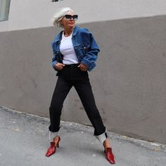 If you're looking to create a chic denim outfit, consider pairing the six trendy items women over 40 love wearing with simple jeans. Cropped Jeans Outfit, Denim Outfit, Lunge, Denim Trends, Spring Jackets, Denim Fashion, Women's Fashion, Fashion Tips, Stylish Outfits