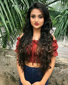 Ideas for amazing looking women's hair. Your hair is undoubtedly exactly what can define you as a man or woman. To many men and women it is important to have a decent hair do. Hairstyle For Round Face. Hair and beauty. Beautiful Girl Image, Beautiful Hijab, Beautiful Eyes, Beautiful Pictures, Heatless Curls, Cute Girl Photo, Beauty Full Girl, Girl Photography, Photography Ideas