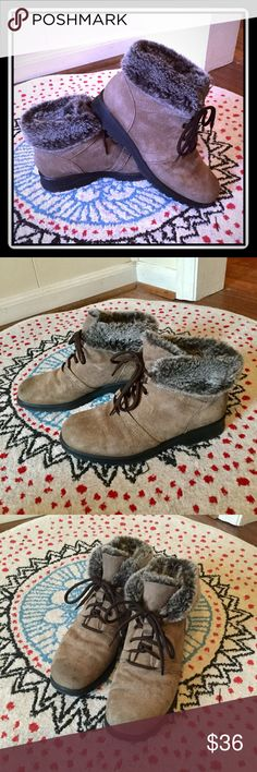 """""""Gotta have"""" boots with fur trim These neutral boots are a wardrobe staple to wear with leggings or skinny jeans! Only worn a couple times with a few scuffs. #PlywoodAndPearls Cobbie Cuddlers Shoes Ankle Boots & Booties"""