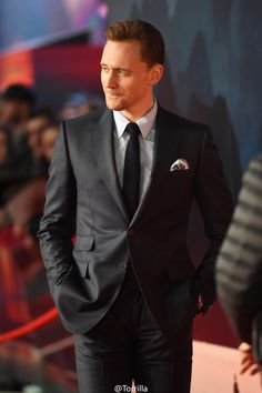 Tom Hiddleston attends the European premiere of Kong Skull Island at the Cineworld Empire Leicester Square on February 28, 2017 in London. Source: Torrilla. Higher resolution image: http://ww4.sinaimg.cn/large/6e14d388gy1fd6ss6ggvbj22kw3vckjn.jpg