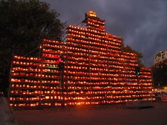 The Keene Pumpkin Festival in Keene, NH: The goal is to regain the Guinness Book of World Record of the most lit jack-o-lanterns which it lost to Boston in 2006 which won with 30,000 pumpkins.  #Pumpkins #Halloween #Keene_Pumpkin_Festival