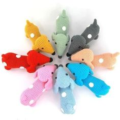 Dachshund Sam is crochet with coton and a mm crochet hook and is about 12 cm tall. ​This is a basic pattern. ​Crochet the dachshund in different colors and sew spots on te body. Just vary and you can make another little dachshund each time! Crochet Elephant, Crochet Fox, Cute Crochet, Crochet Animals, Crochet Hooks, Dog Pattern, Free Pattern, Amigurumi Patterns, Crochet Patterns