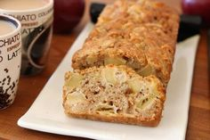 Apple oat cake - t's virtually impossible to find people who will turn down a fresh warm apple cake. This is one of the easiest recipes out there. Oat Cookies, Apple Cake Recipes, Food Photo, Recipe Photo, Sweet Recipes, Easy Meals, Cooking Recipes, Banana, Favorite Recipes