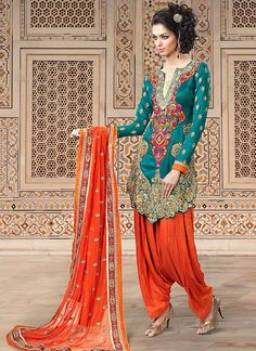 20 Latest Punjabi Salwar Suits To Know That Traditional Style of Punjab Beauty-Fashion Punjabi Salwar Suits, Punjabi Dress, Designer Punjabi Suits, Indian Designer Wear, Pakistani Dresses, Indian Dresses, Indian Outfits, Patiala Suit, Designer Sarees