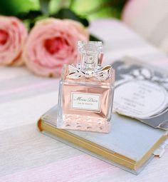 Pretty- Miss Dior Eau de Toilette (Do not like the regular eau de parfum or parfum) Perfume Chloe, Dior Perfume, Best Perfume, Perfume Oils, Perfume Bottles, Perfume Fragrance, Miss Dior, Parfum Rose, Deco Rose