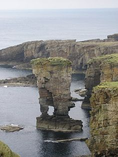 Gammel rød sandstein – Wikipedia Orkney Islands, Wide World, British Isles, Bing Images, Scotland, Places To Visit, Water, Red, Travel
