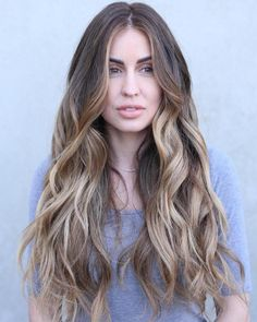 20 Head Turning Haircuts and Hairstyles for Long Thick Hair Long Wavy Bronde Balayage Hair Easy Updos For Long Hair, Long Thin Hair, Curls For Long Hair, Long Brown Hair, Haircut For Thick Hair, Long Layered Hair, Wavy Hair, Middle Part Hairstyles, Long Face Hairstyles