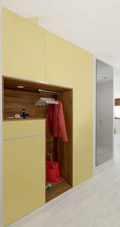 #шкаф #прихожая #желтый #инетерьер