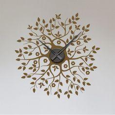 La nature devient le support de cette horloge très design. Composé de branches et de fleurs cette montre murale au graphisme aérien, s'installe très facilement dans tous les types d'intérieur.Vous