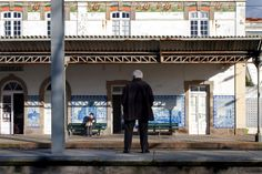 Apontamentos: Estações da Granja e de estação de Espinho - Portugal; Elielinaukio - Estação Central de Caminhos de Ferro de Helsínquia - Finlândia