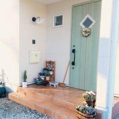 【玄関インテリア実例】スッキリ収納術から素敵レイアウト教えます! Outdoor Cafe, Cafe Design, House Design, Small Cafe Design, Japanese House, Interior, Homey, Door Design, Home Decor