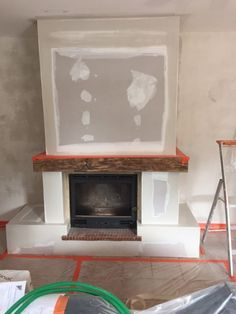 Makeover of a rustic fireplace in St Miter les Remparts Decor, Rustic Fireplaces, Home Fireplace, Rustic Decor, Deco, Ceiling Design, Fireplace Mantels, Fireplace, Garden Tool Storage