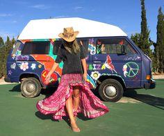 Gypsy skirt Free Love Ibiza. Falda asimétrica en color fucsia Ibiza Trendy, del mercadillo de las Dalias. Falda estampada boho.