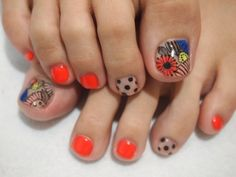 #Floral and #Dotted #Nail #Design for #Toenails using #Summer #Coral #Nail #Polish #Colors! Freaking love this!!!!
