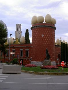 Strange and Fantastic Buildings: The Torre Galatea Figueras (Spain)