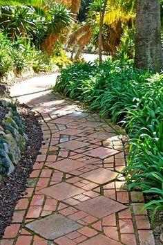 Awesome 55 Inspiring Ideas for A Charming Garden Path https://homstuff.com/2017/10/14/55-inspiring-ideas-charming-garden-path/