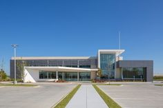 Baton Rouge Emergency Medical Services Headquarters / Remson Haley Herpin Architects Baton Rouge, Louisiana