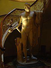 Antonio Canova : Napoléon en Mars désarmé et pacificateur, Apsley House, London. - Antonio Canova réalise à Rome plusieurs oeuvres: monuments funéraires à Clément XIV (1784-1787), à Clément XIII (1787-1792) pour lesquels il reprend, en simplifiant les structures, les schémas du Bernin; il sculpte également des groupes profanes dont les thèmes sont empruntés à la mythologie: L'Amour et Psyché (1787-1793, musée du Louvre, Paris), Hébé (Berlin).
