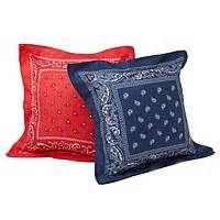 Bandana Pillow | Crafts.  Not sure why I never thought of this so great!  Such an easy craft to spruce up a room for a 4th of July themed room!