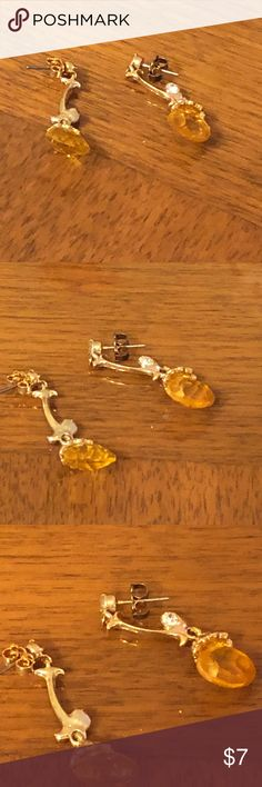 Woman's vintage pair of gold earrings This is a pair of women's vintage gold earrings with clear white stones and a large yellow orange stone. Gently used but excellent condition. There are no stamps or special markings of any kind. Jewelry Earrings