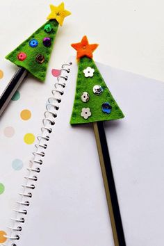 Make your own Christmas Tree Pencil Toppers for Kids. A great sewing craft for kids. An awesome gift that kids can actually make for their classmates and friends. #christmascraft #kids #penciltoppers #sewingcraftforkids #kidssewingproject Easy Kids Sewing Projects, Easy Crafts For Kids, Sewing Projects For Beginners, Sewing For Kids, Fun Projects, Gifts For Kids, Sewing Crafts, Pencil Topper Crafts, Pencil Toppers