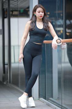 Yoga Pants Girls, Skinny Girls, Leggings Fashion, Fitness Fashion, Fashion Show, Korea, Sporty, Asian, Street Style