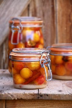Plums in eau de vie with spices Plum Recipes, Summer Recipes, Home Canning, Canapes, Alsace, Kefir, Food Styling, Preserves, Food Inspiration