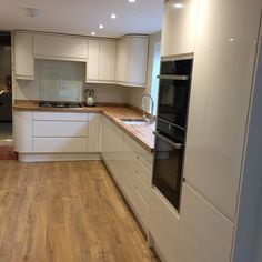 For our 100 Beautiful Kitchens competition, we asked builders to share photos of a Howdens kitchen they have installed. This is our Clerkenwell Gloss Ivory kitchen, shared by @steve__wells86 on Instagram. For more inspiration, visit Howdens.