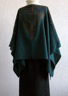 Handwoven Poncho with Triangular Pattern Indigo green by Akkord