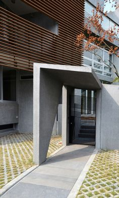 Site This single family house is located in a gated community on a hill near Taipei.  Ever since the beginning of the design, a portion of the land property ...